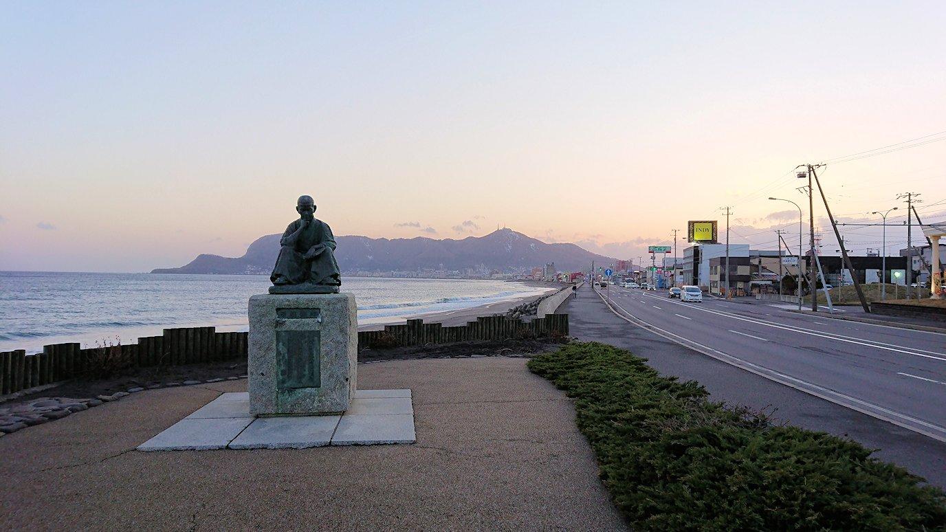 函館市内で五稜郭の見学を終えてホテル周辺で海を眺めて石川啄木公園に向かう8