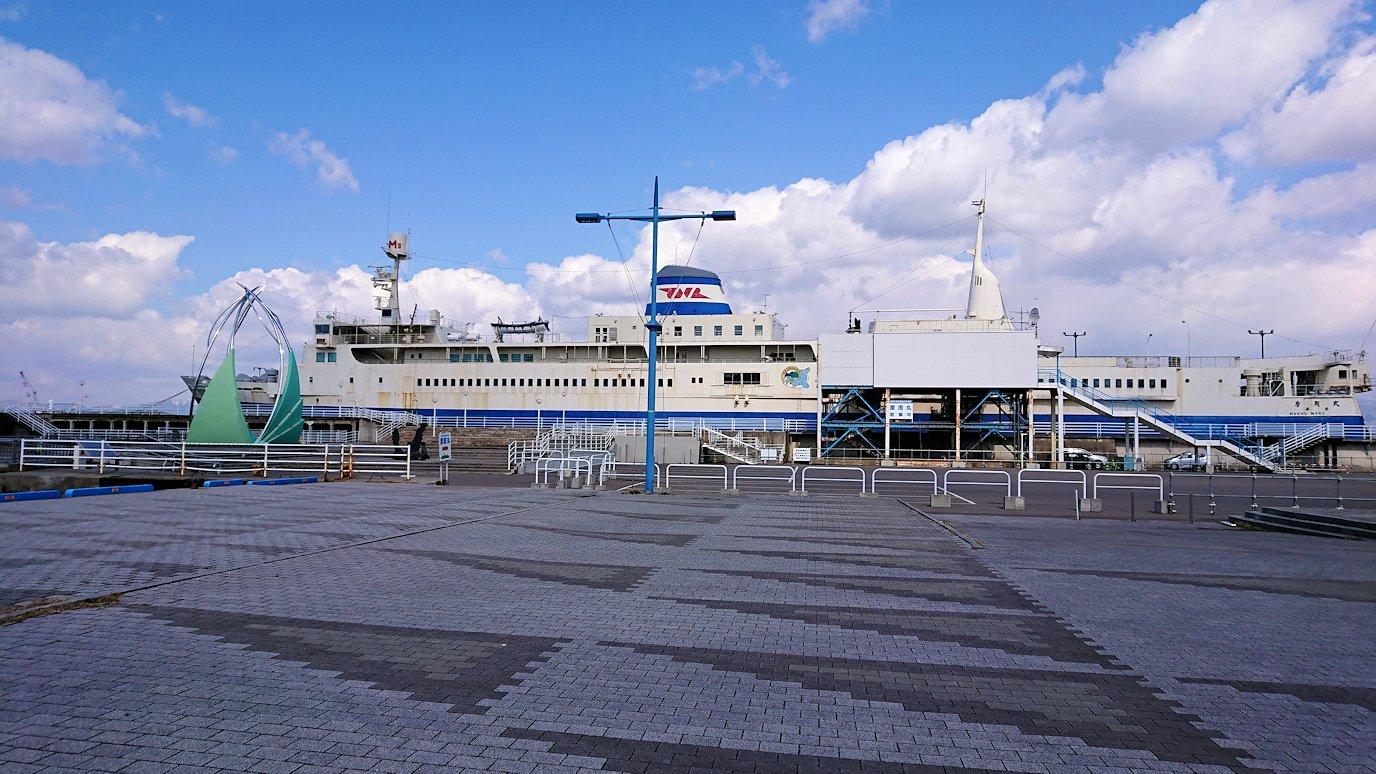 函館最終日、まずは朝市会場で朝食を食べて海沿いを歩く