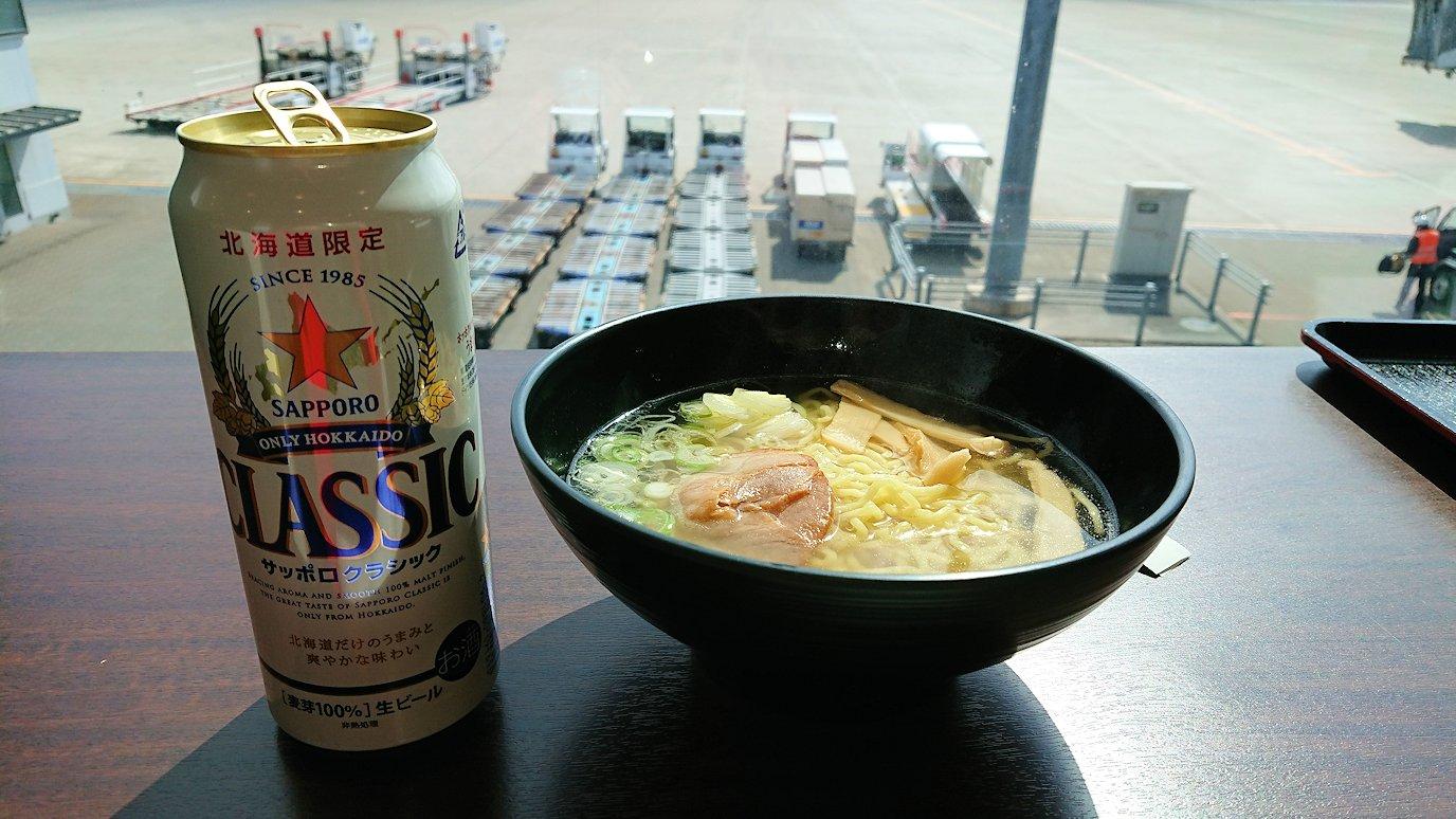 函館空港の国内線ターミナルにて美味しいラーメンを食べる6