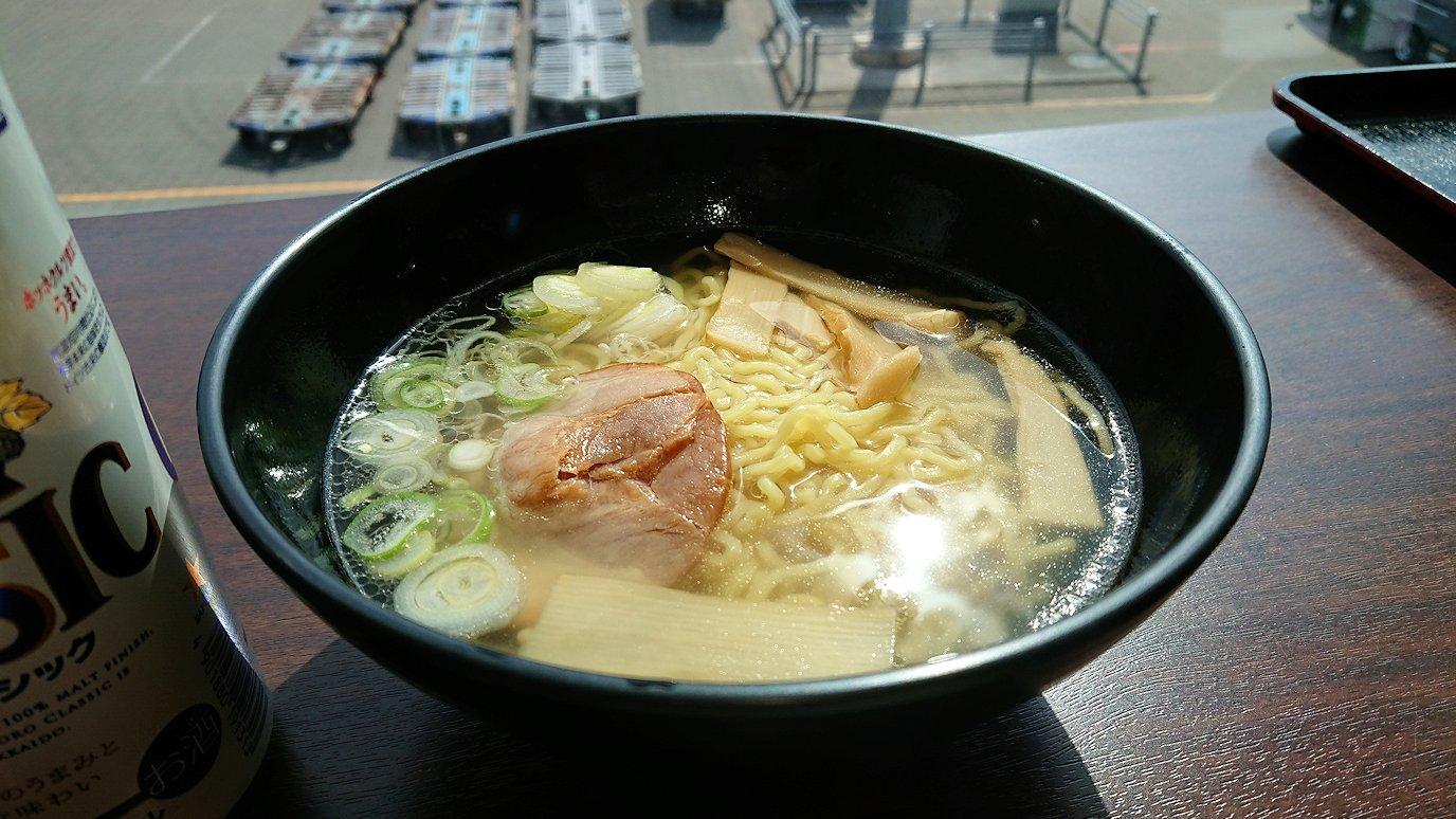 函館空港の国内線ターミナルにて美味しいラーメンを食べる7