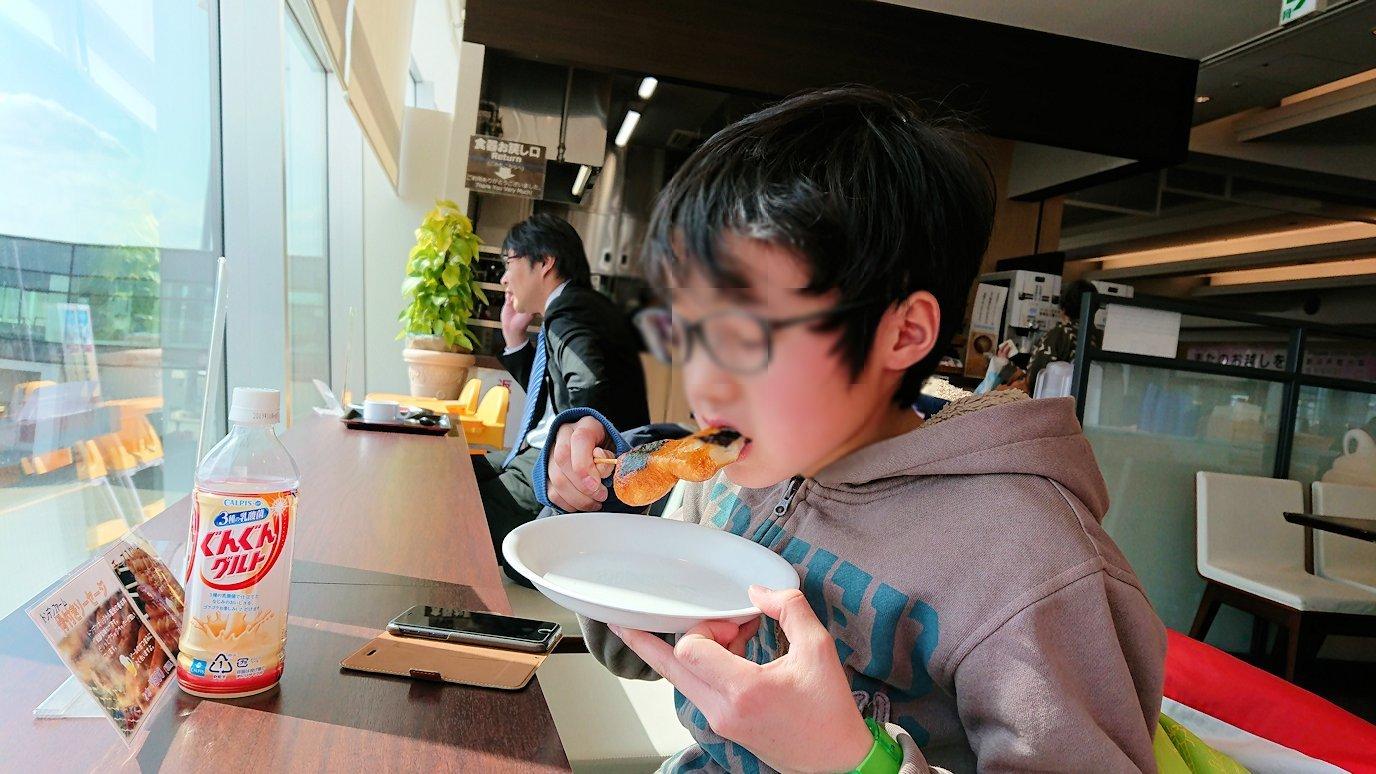 函館空港の国内線ターミナルにて美味しいラーメンを食べる9