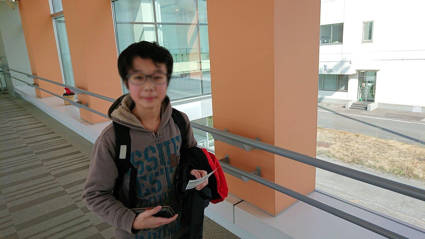 函館空港の国内線ターミナルにて飛行機を眺める7