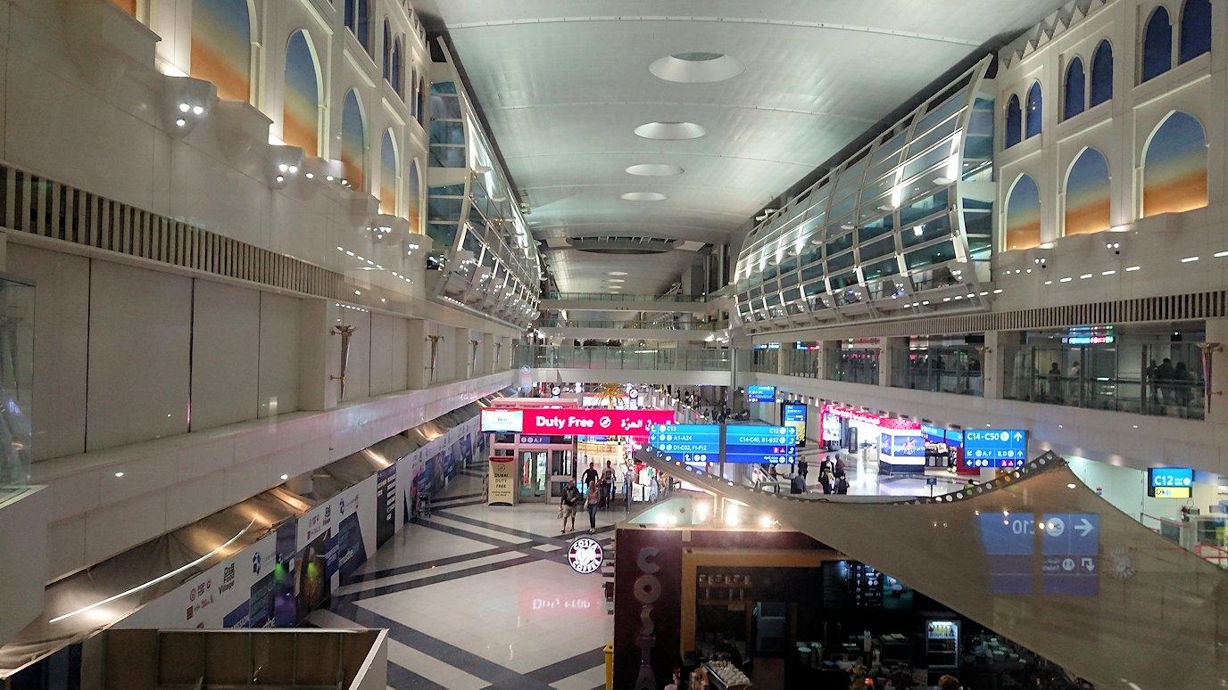 関西国際空港をチュニジアに向けてドバイに到着3
