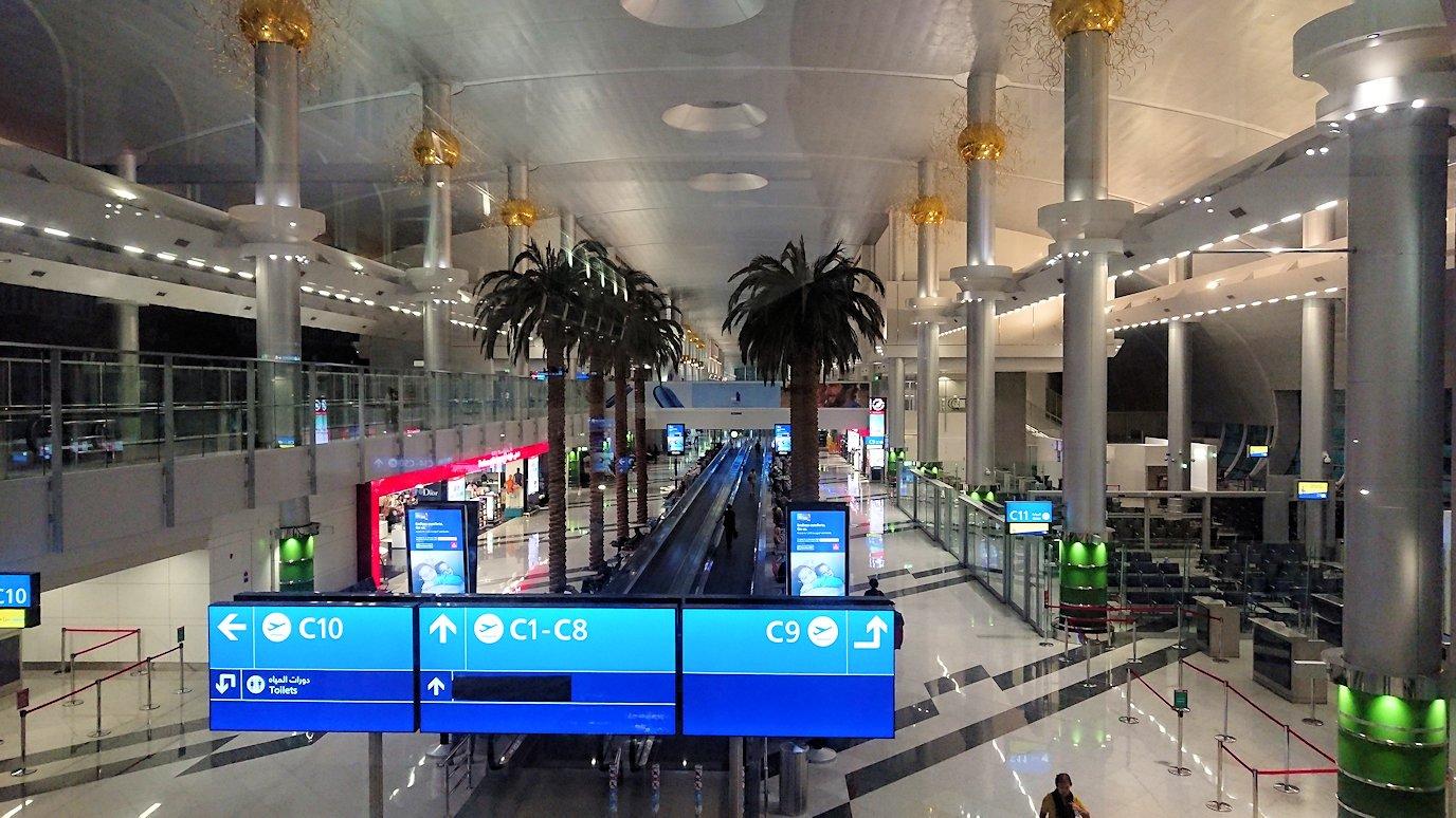 関西国際空港をチュニジアに向けてドバイに到着4