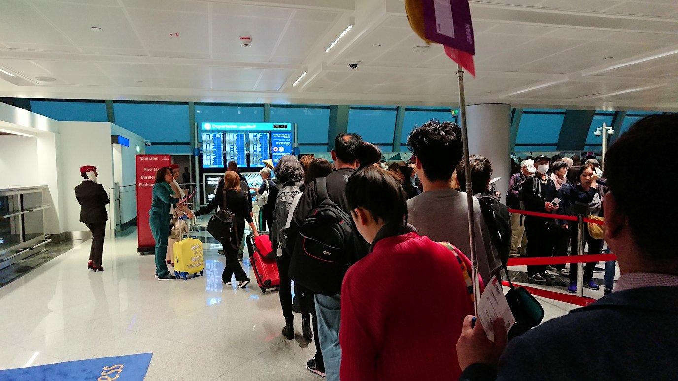 関西国際空港をチュニジアに向けてドバイに到着5