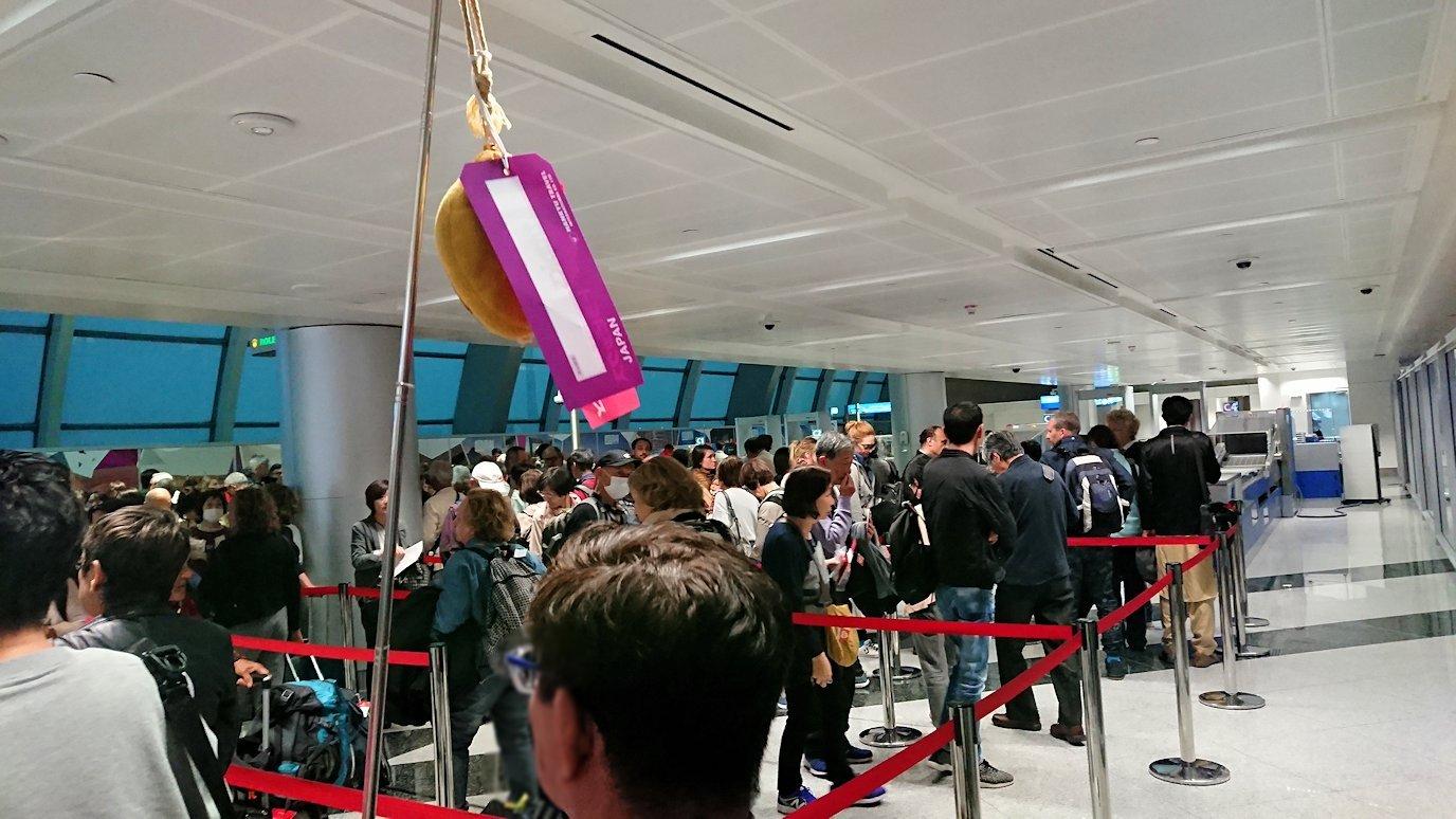 関西国際空港をチュニジアに向けてドバイに到着6