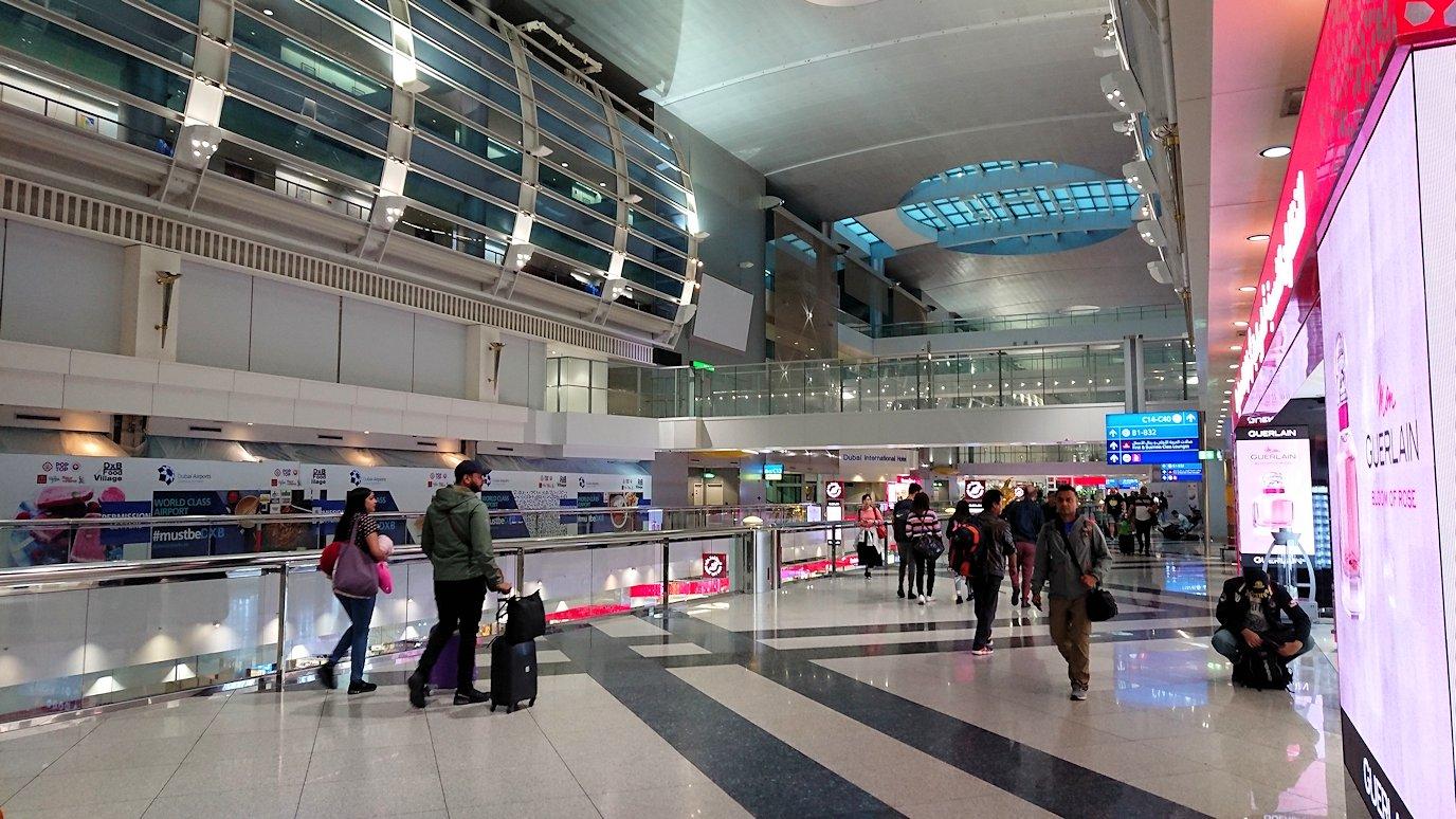 関西国際空港をチュニジアに向けてドバイに到着7