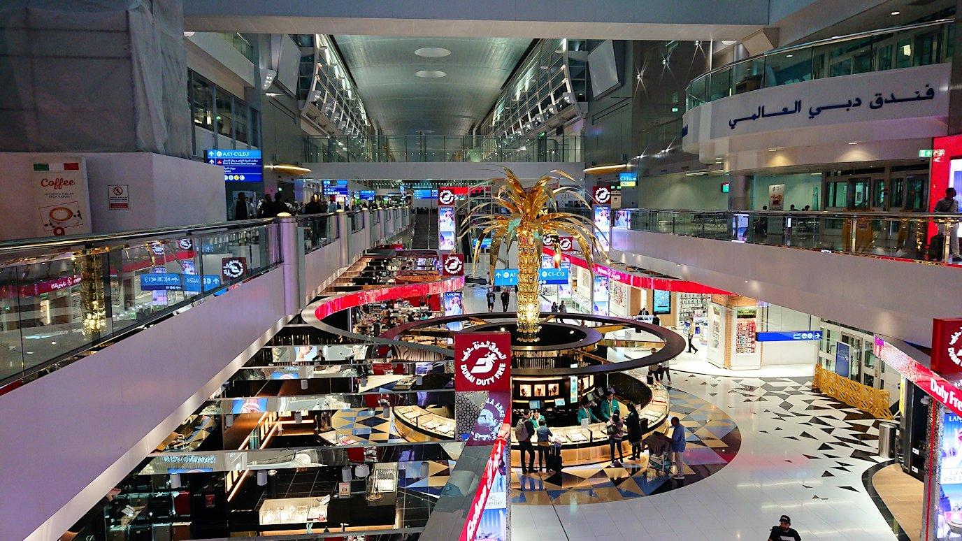 関西国際空港をチュニジアに向けてドバイに到着8