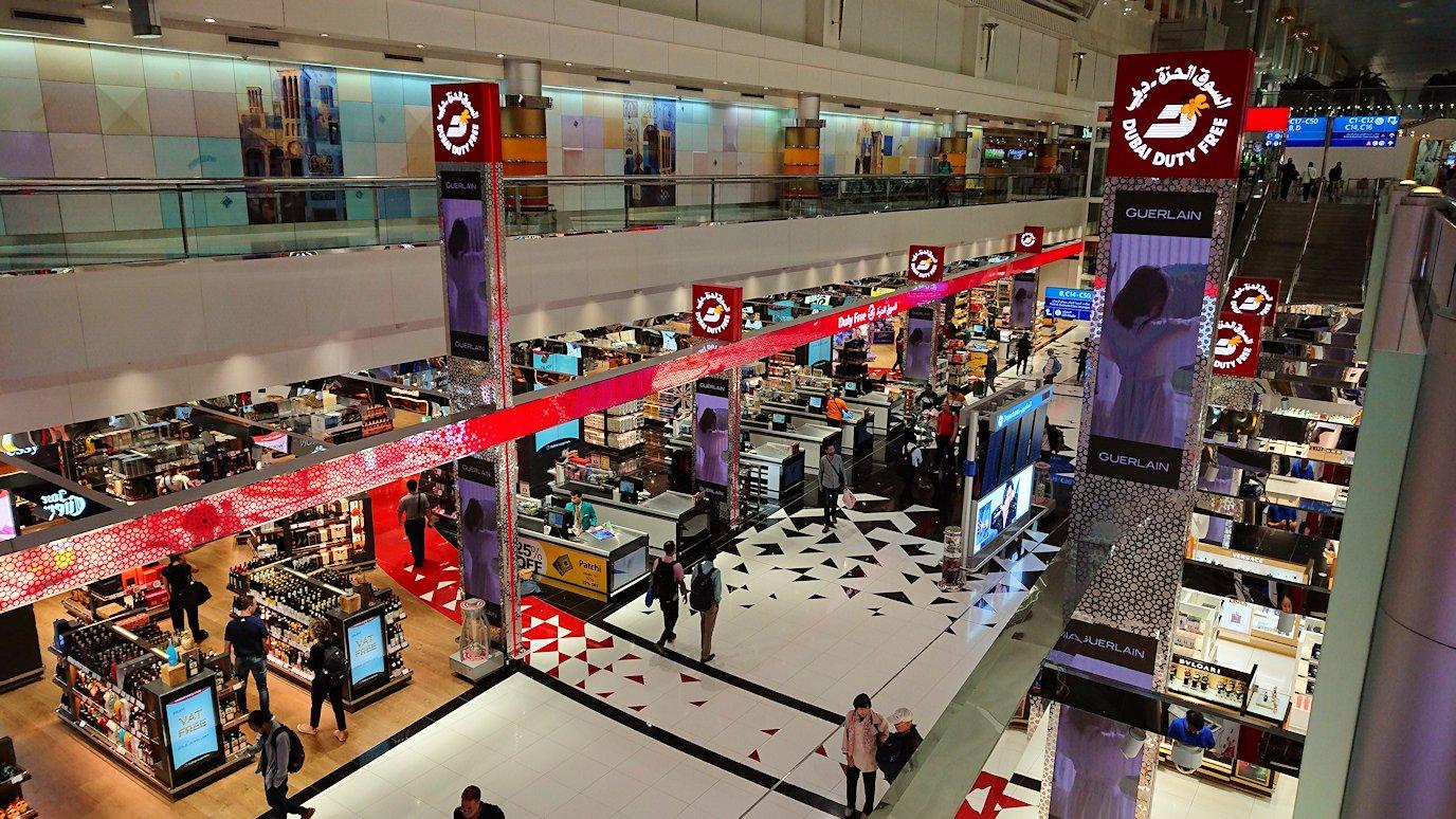 関西国際空港をチュニジアに向けてドバイに到着9