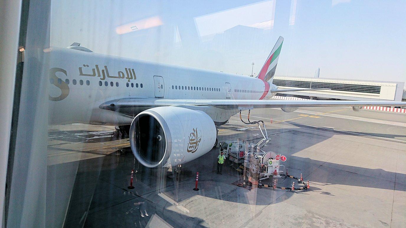 関西国際空港をチュニジアに向けてドバイに到着し乗継する5