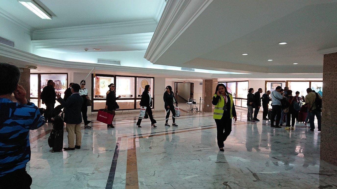 ドバイ国際空港からチュニジア入に向けて出発6