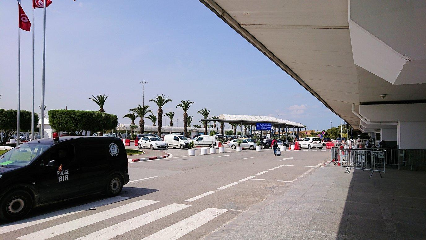 チュニス国際空港を出てバルドー美術館に向かいます1