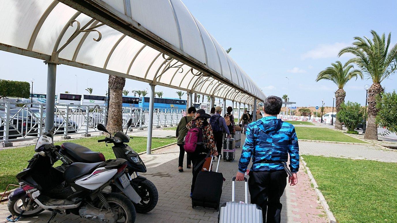 チュニス国際空港を出てバルドー美術館に向かいます3