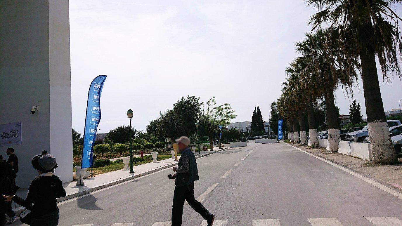 チュニス国際空港を出てバルドー博物館に到着1