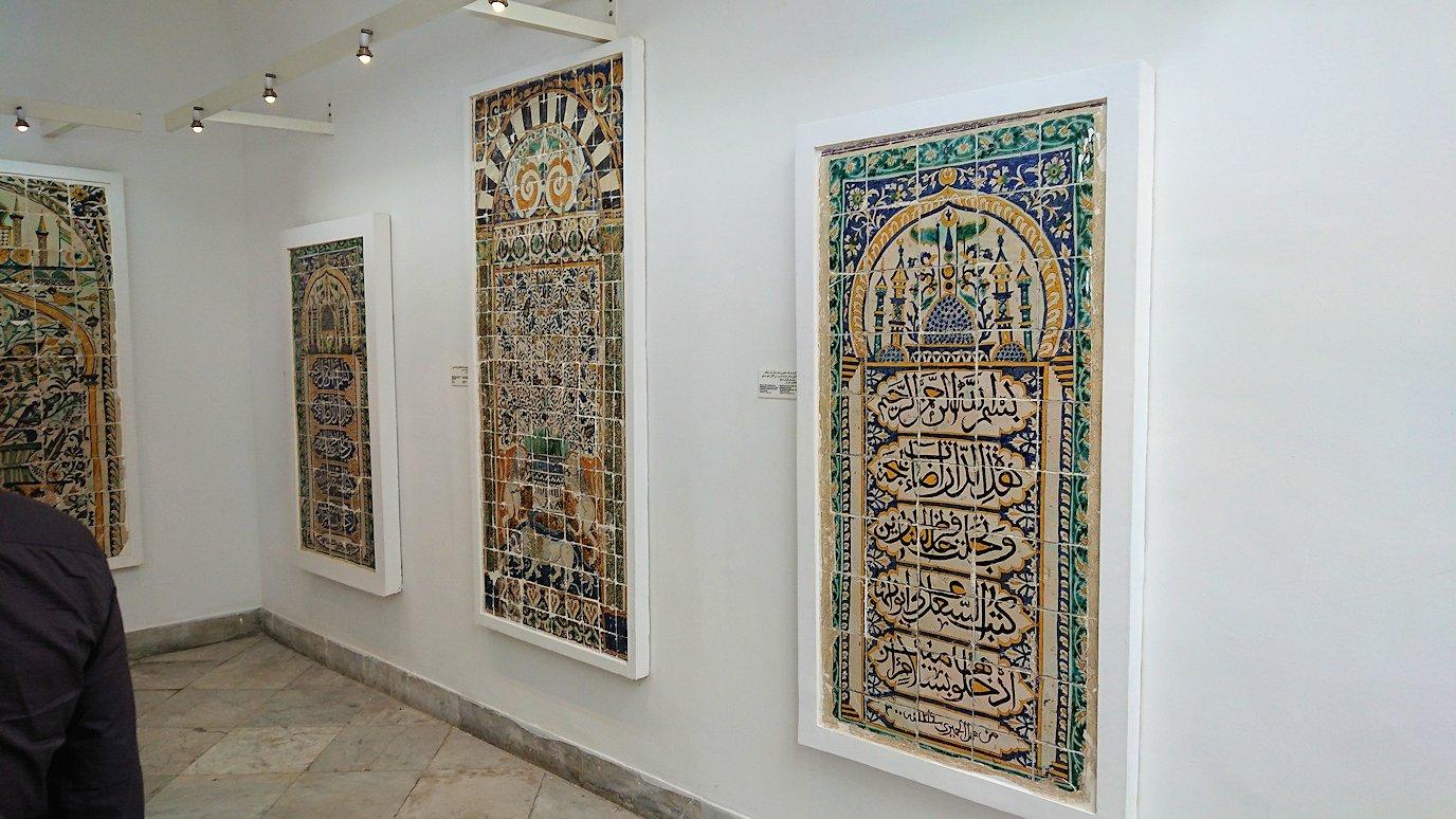 チュニスのバルドー博物館でモザイクを見学する様子1