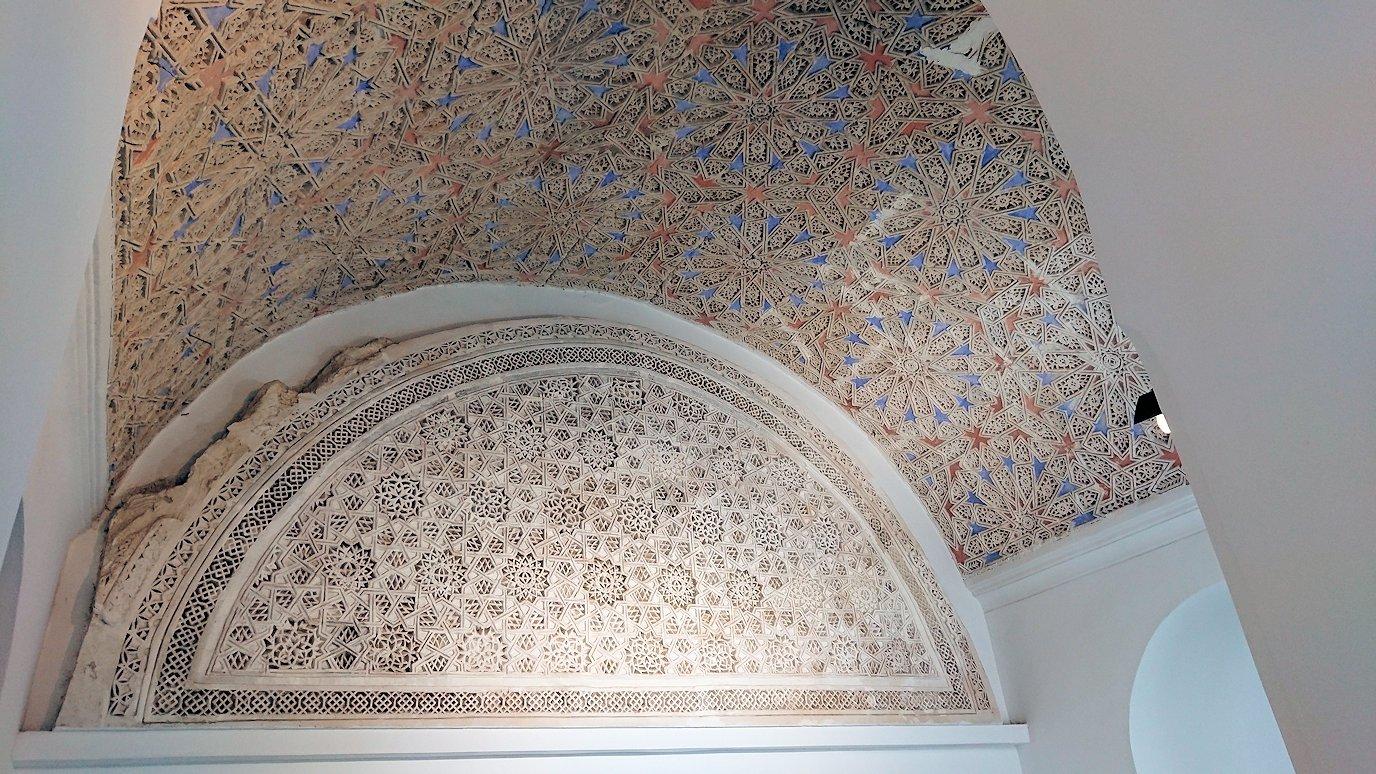 チュニスのバルドー博物館でモザイクを見学する様子3