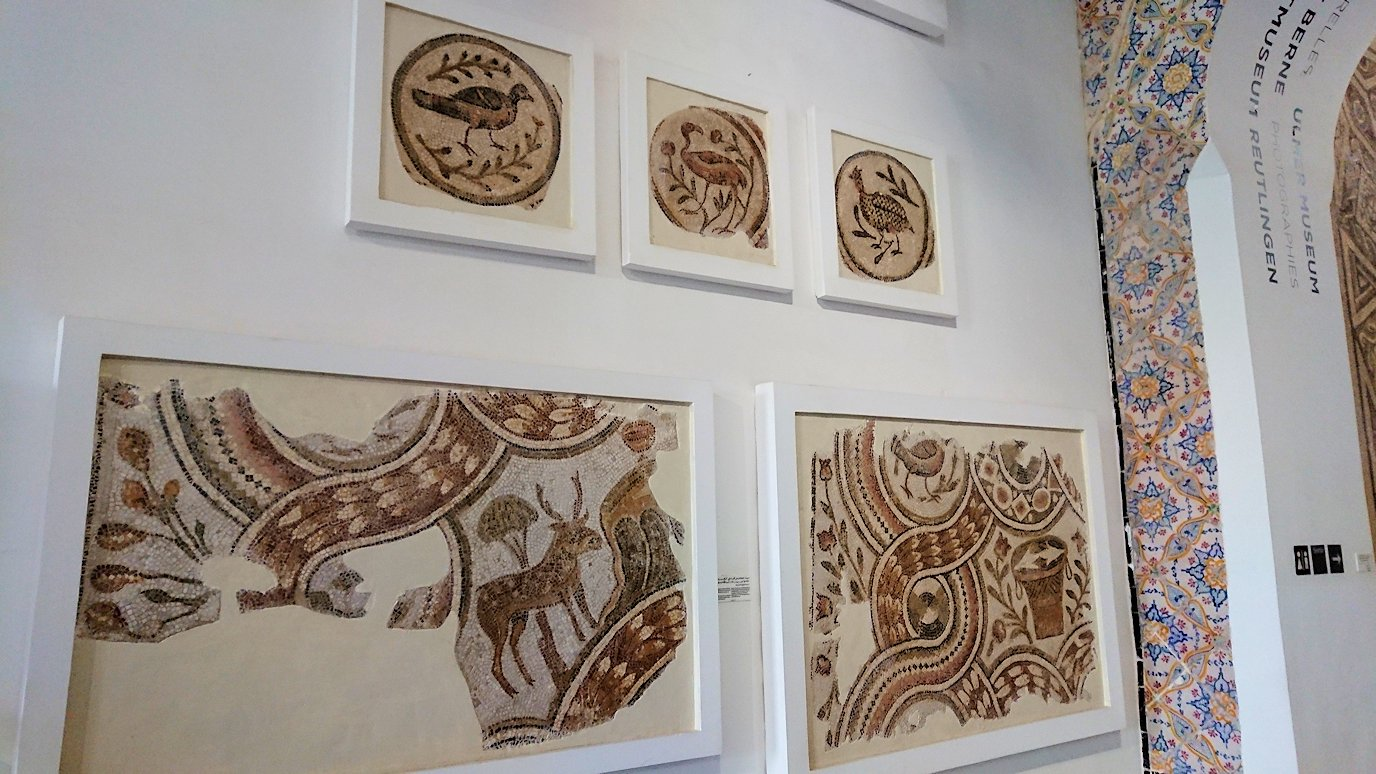 チュニスのバルドー博物館でモザイクを見学する様子9