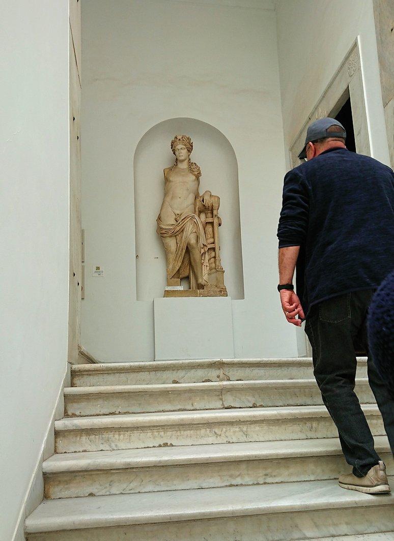 チュニスのバルドー博物館でキレイな内装に見とれる