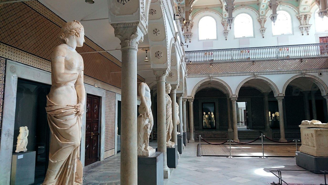 チュニスのバルドー博物館でキレイな内装に見とれる7