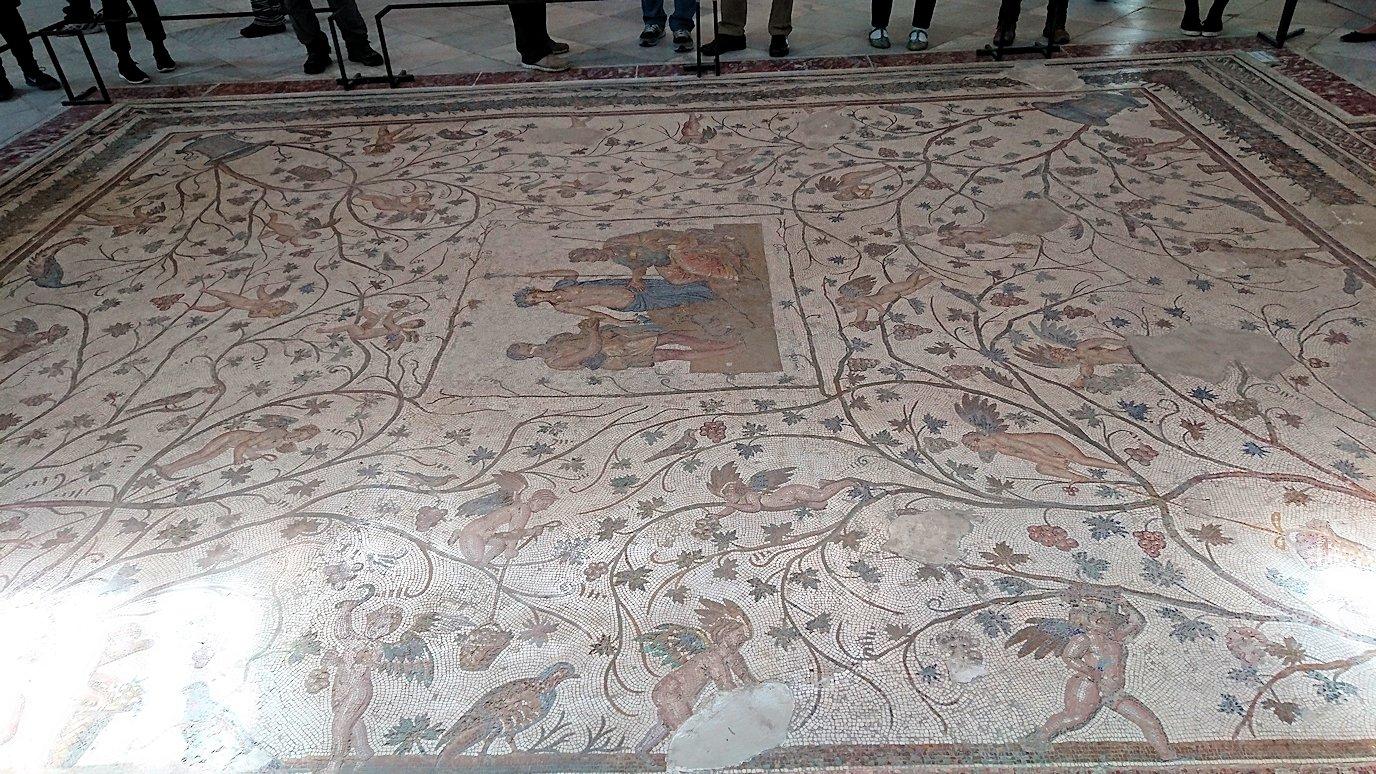 チュニスのバルドー博物館でキレイな内装に見とれる9