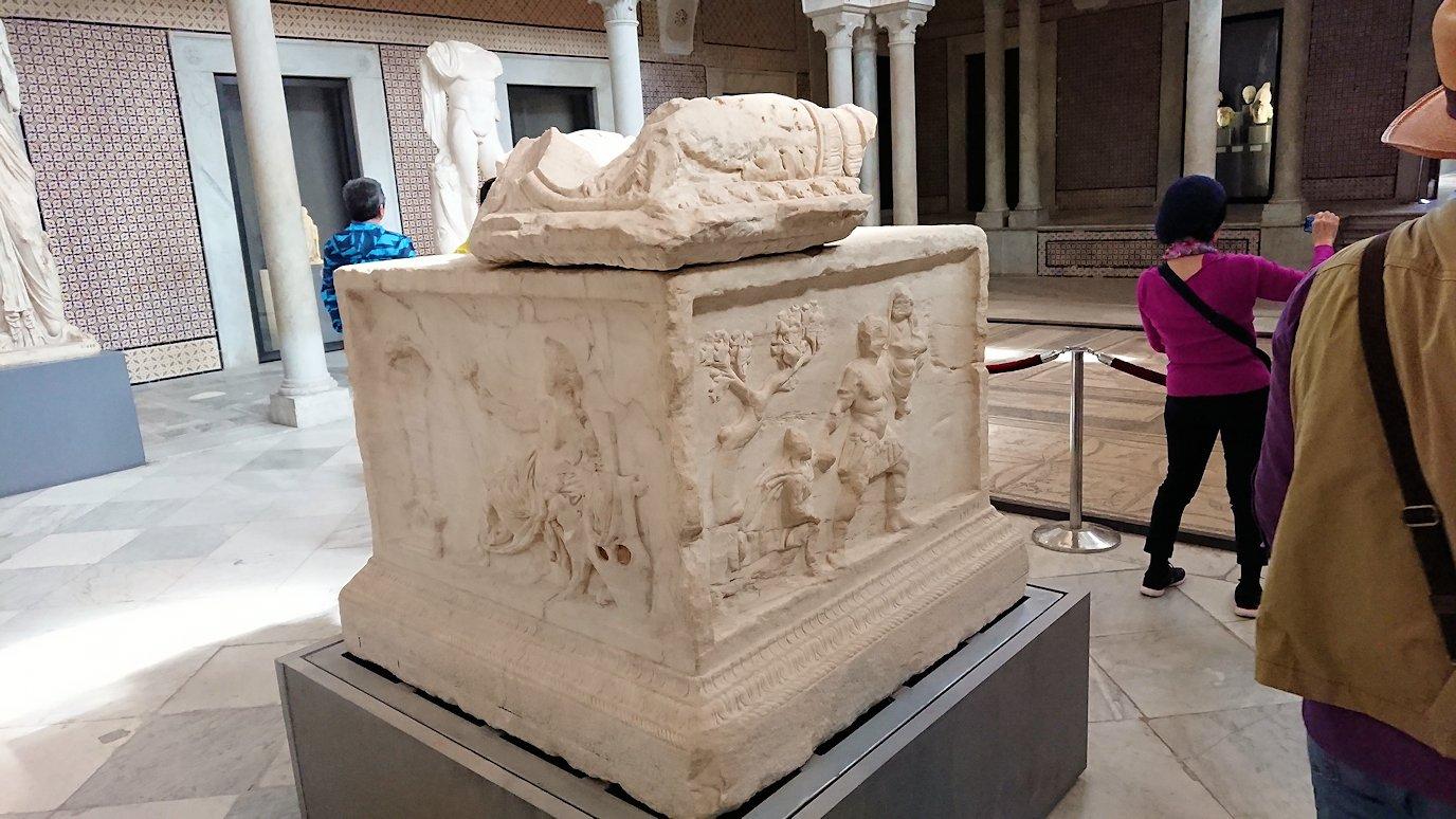 チュニスのバルドー博物館で展示されている像を見る6