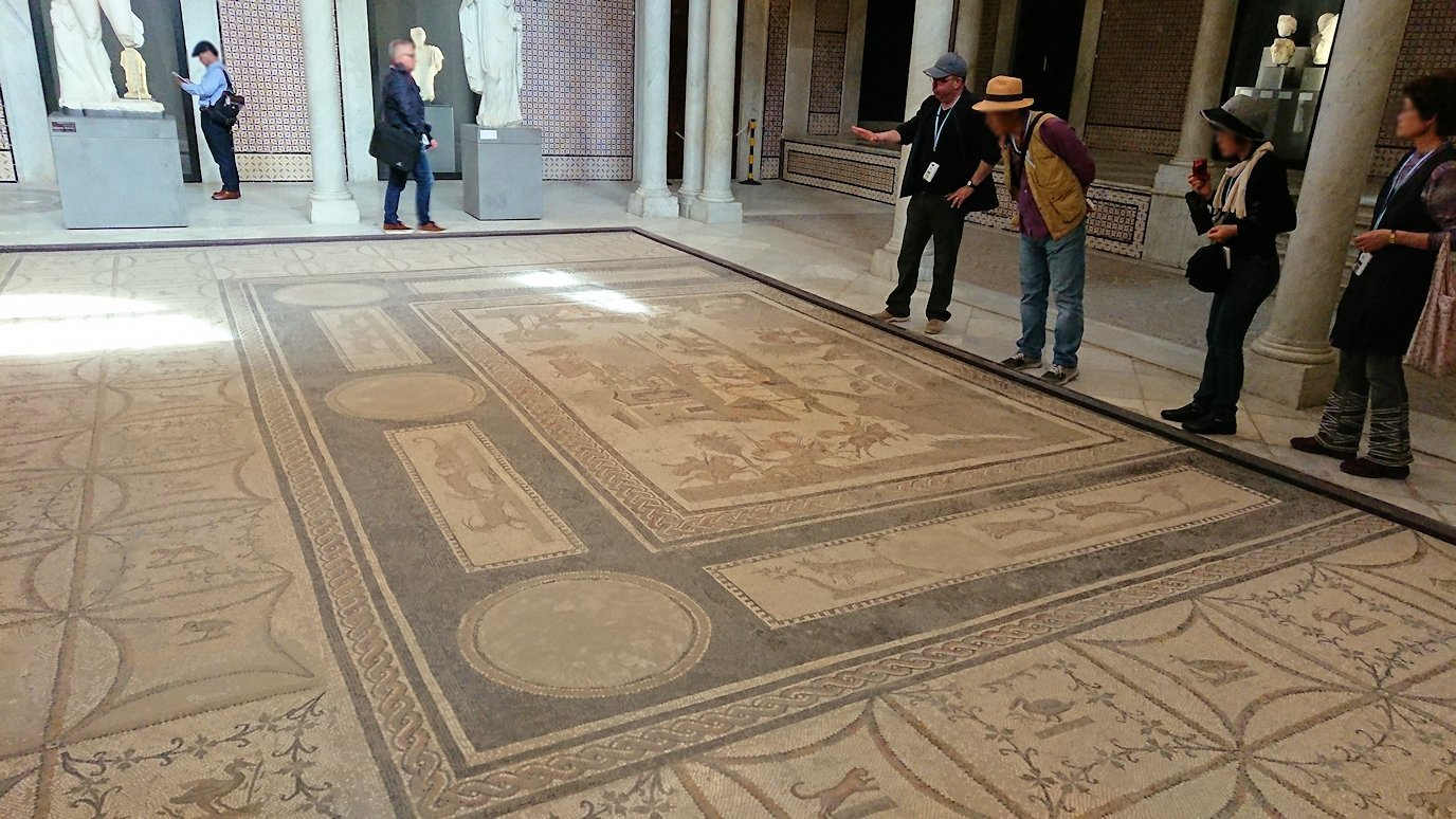 チュニスのバルドー博物館で展示されている像を見る7