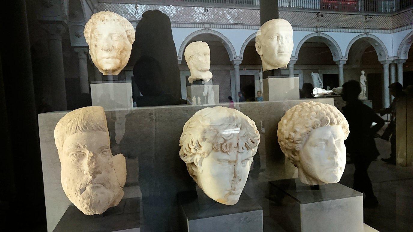 チュニスのバルドー博物館で展示されている像を見る8