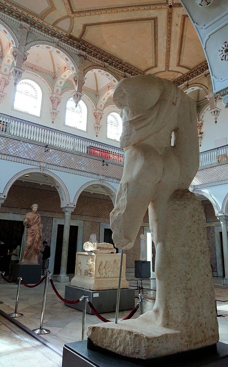 チュニスのバルドー博物館で展示されている像を見ながら散策8