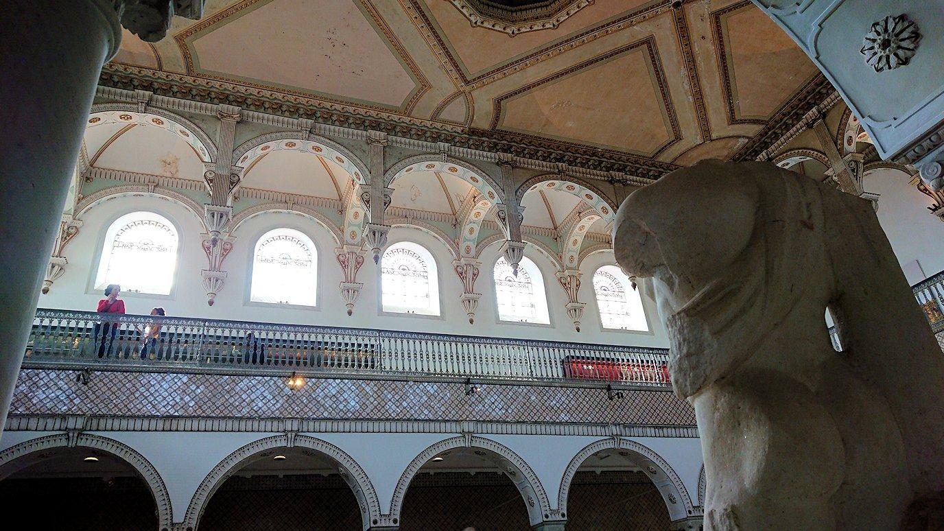チュニスのバルドー博物館で展示されている像を見ながら散策9