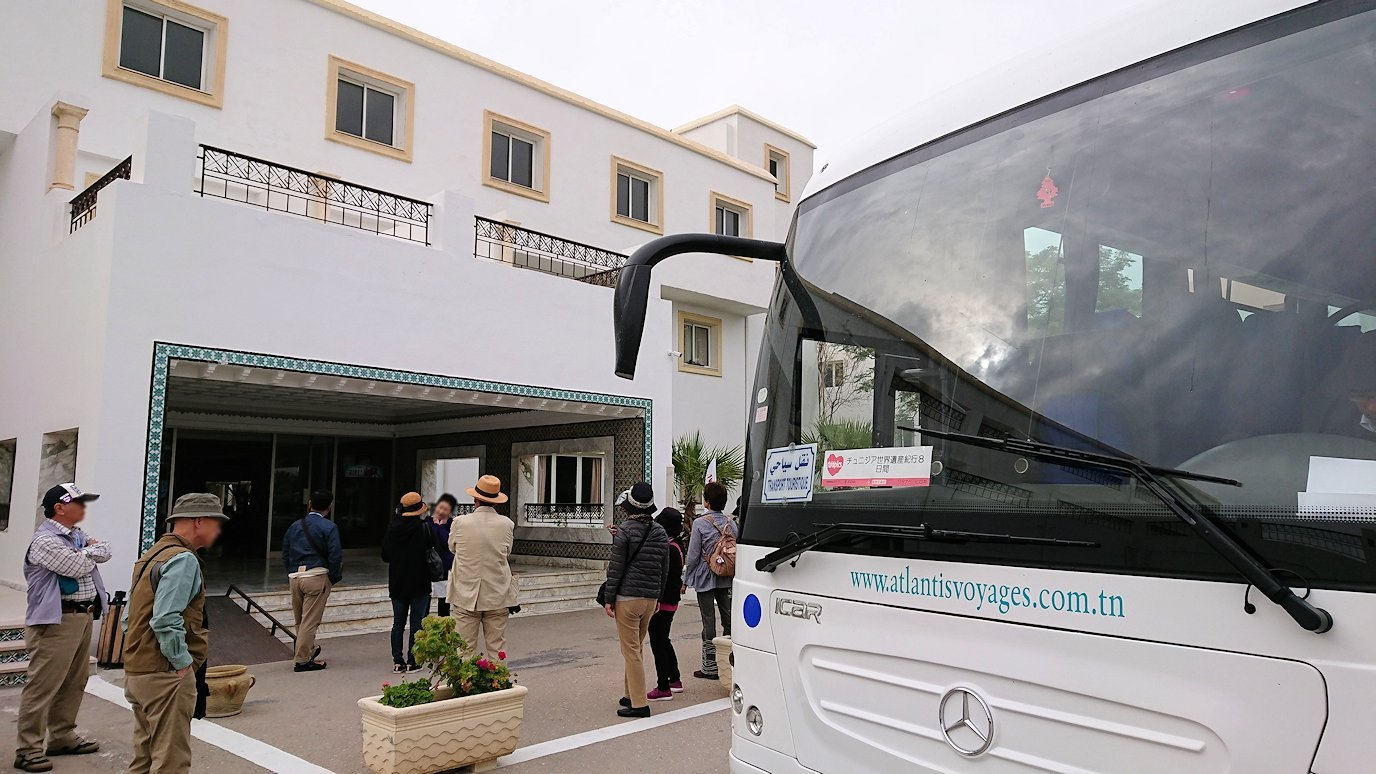 チュニジアのホテル:コンチネンタル(CONTINENTAL)を出て向かいの貯水池に向かう1