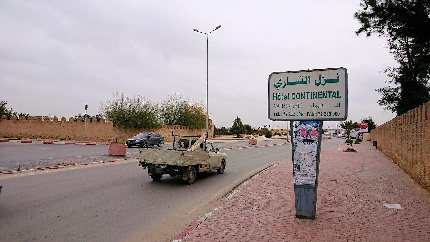 チュニジアのホテル:コンチネンタル(CONTINENTAL)を出て向かいの貯水池に向かう2