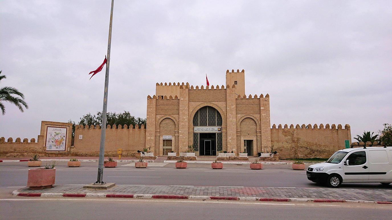 チュニジアのホテル:コンチネンタル(CONTINENTAL)を出て向かいの貯水池に向かう3