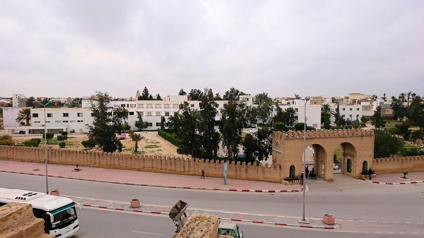 チュニジアのホテル:コンチネンタル(CONTINENTAL)を出て向かいの貯水池を見学4