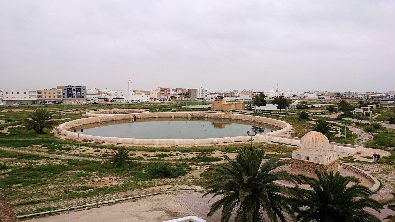 チュニジアのホテル:コンチネンタル(CONTINENTAL)を出て向かいの貯水池を見学6