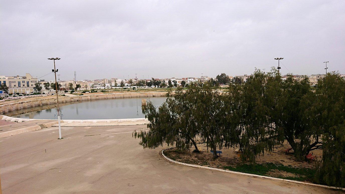 チュニジアのホテル:コンチネンタル(CONTINENTAL)を出て向かいの貯水池を見学7