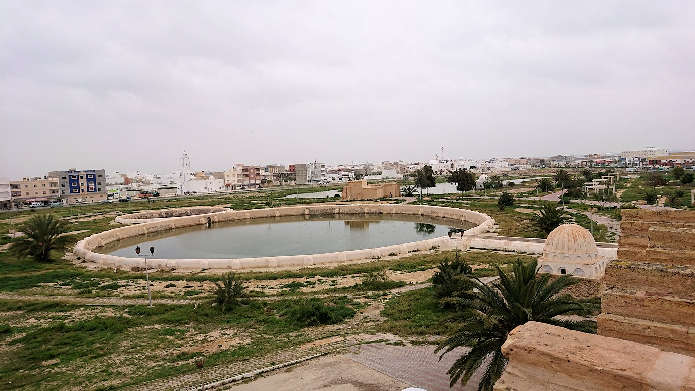 チュニジアのホテル:コンチネンタル(CONTINENTAL)を出て向かいの貯水池を見学9