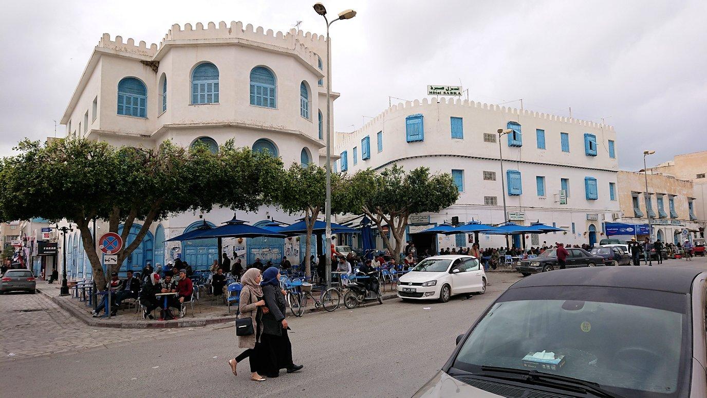 ケロアンのグランドモスクの観光が終了しメディナを出マルティール広場付近を散策2