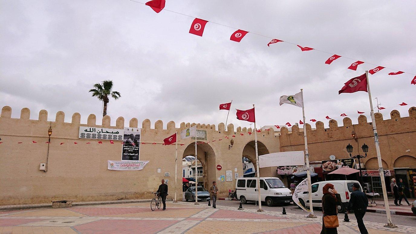 ケロアンのグランドモスクの観光が終了しメディナを出マルティール広場付近を散策3