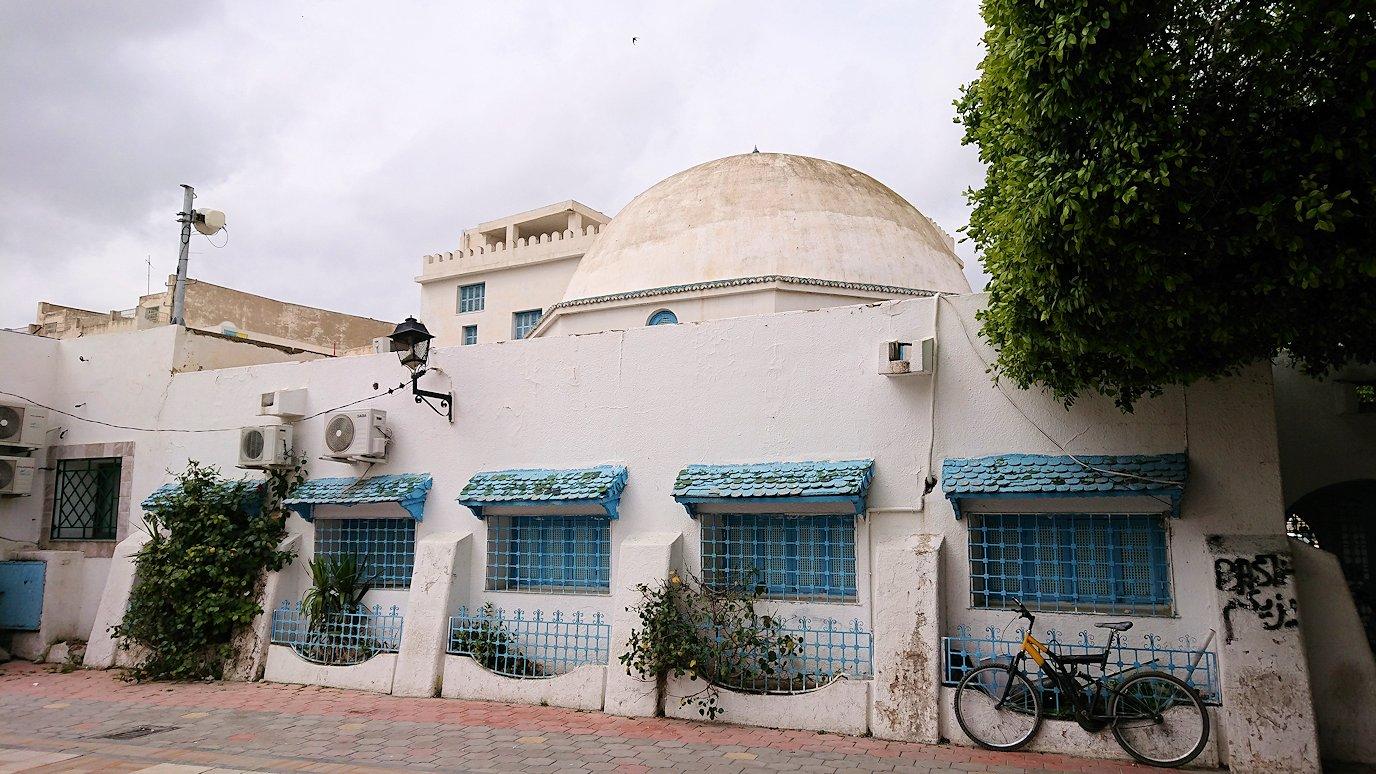 ケロアンのグランドモスクの観光が終了しメディナを出マルティール広場付近を散策8