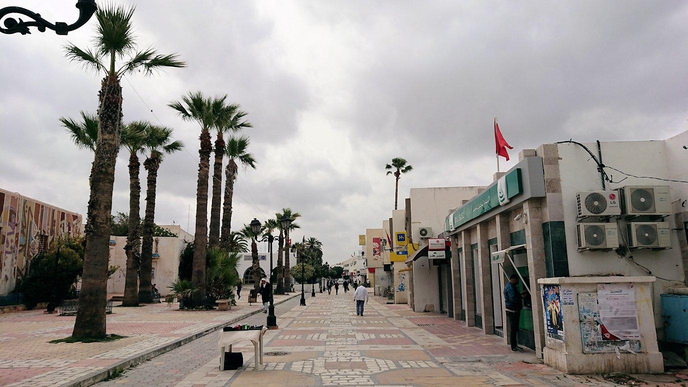 ケロアンのグランドモスクの観光が終了しメディナを出マルティール広場付近を散策9