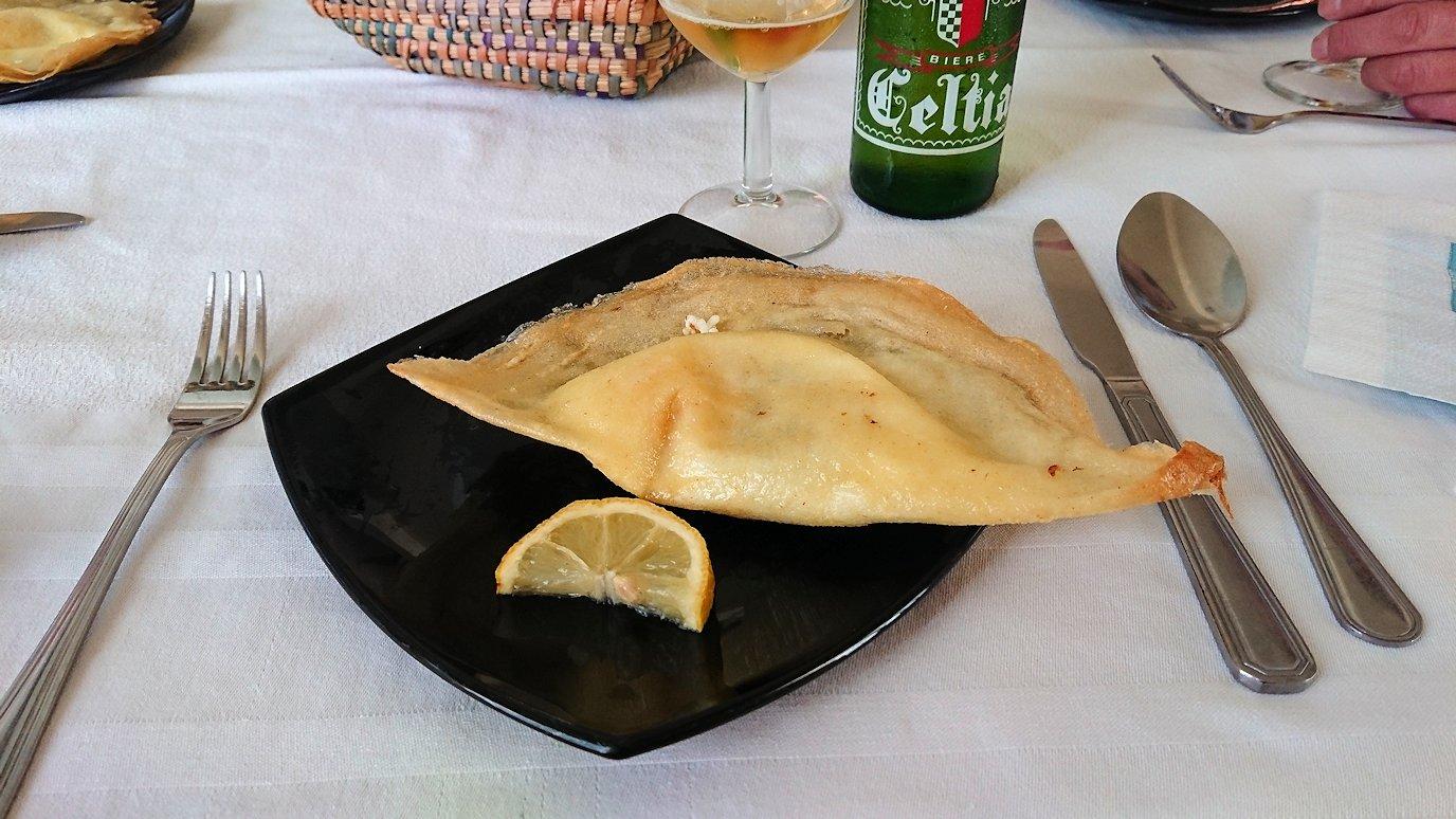チュニジア・エルジェムにあるHotel club ksar Eljemびレストランに入る8