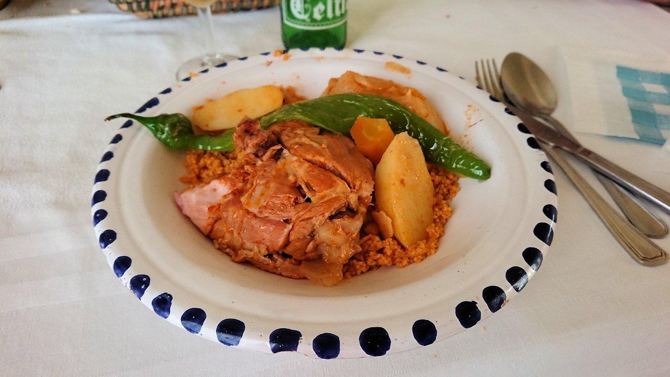 チュニジア・エルジェムにあるHotel club ksar Eljemびレストランに入り昼食を食べます6