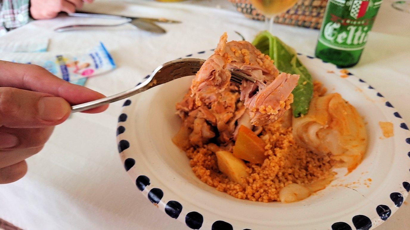 チュニジア・エルジェムにあるHotel club ksar Eljemびレストランに入り昼食を食べます9