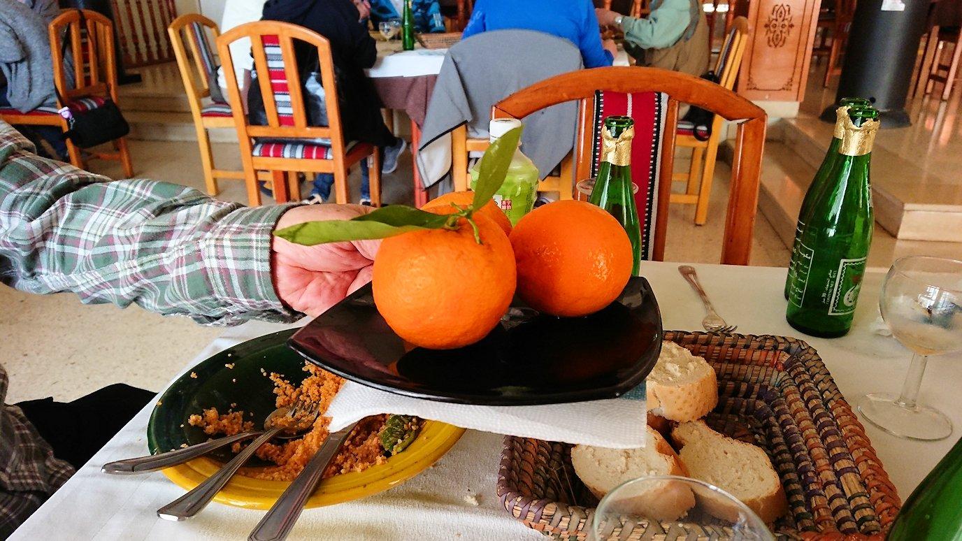 チュニジア・エルジェムにあるHotel club ksar Eljemびレストランに入り昼食を満喫3
