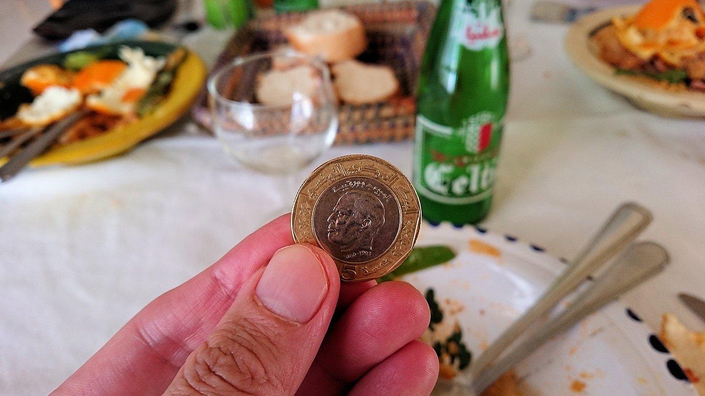 チュニジア・エルジェムにあるHotel club ksar Eljemびレストランに入り昼食を満喫4
