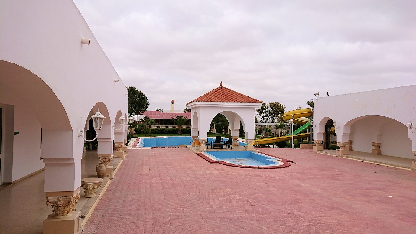 チュニジア・エルジェムにあるHotel club ksar Eljemびレストランに入り昼食を満喫6