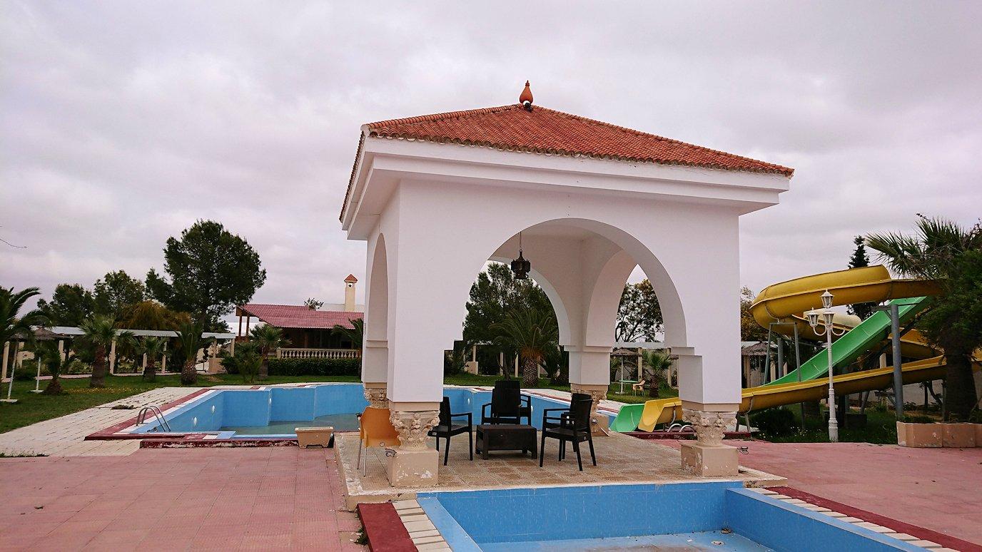 チュニジア・エルジェムにあるHotel club ksar Eljemびレストランに入り昼食を満喫7