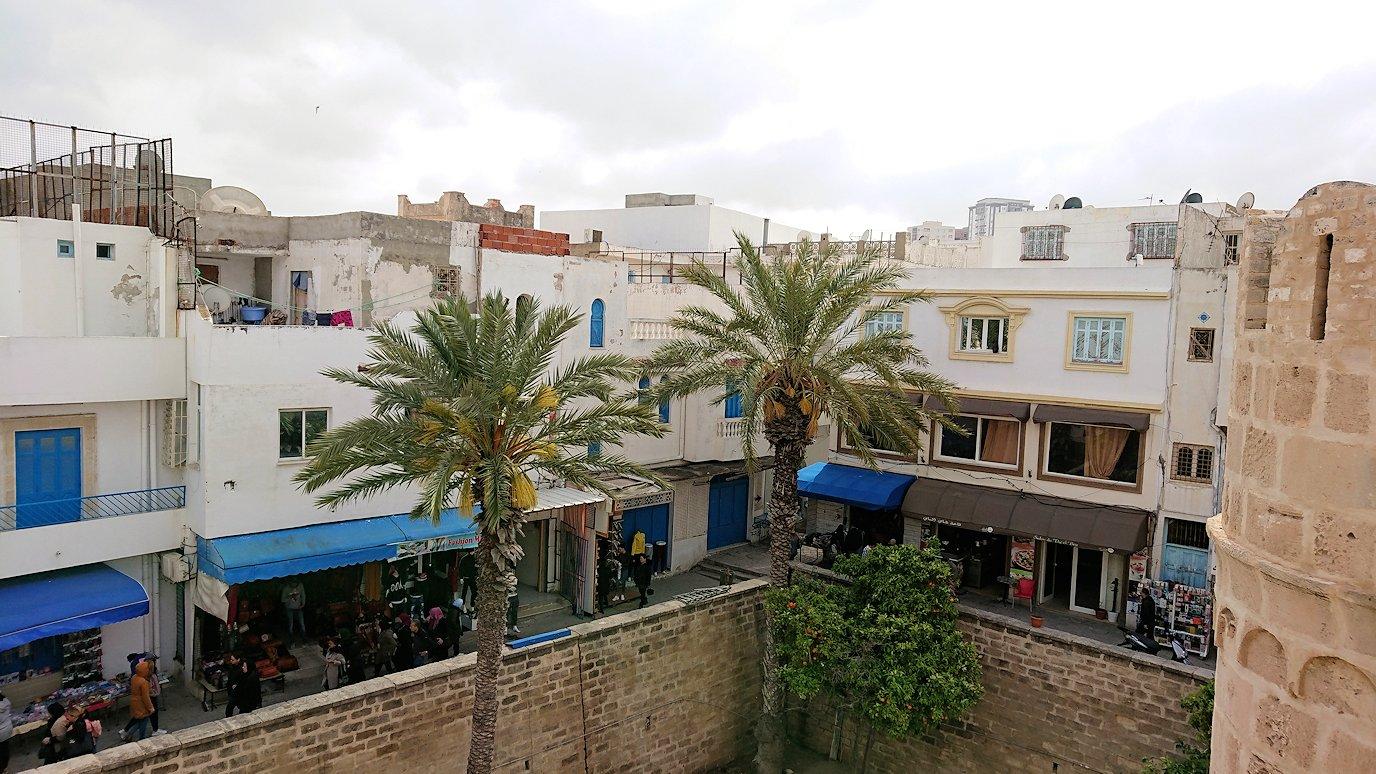 チュニジアのスースの街の旧市街で自由時間にラバトに入場1