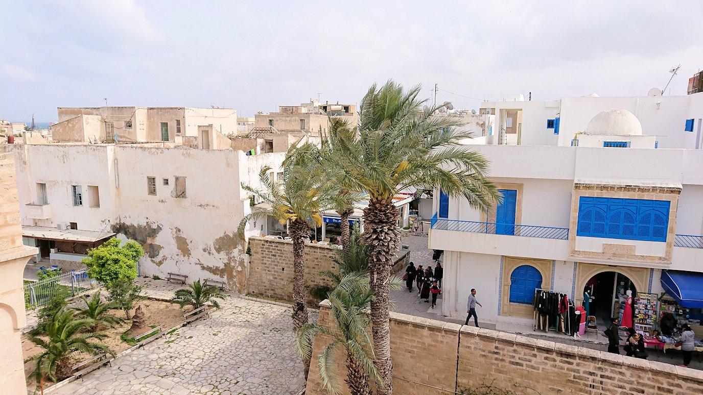 チュニジアのスースの街の旧市街で自由時間にラバトに入場2