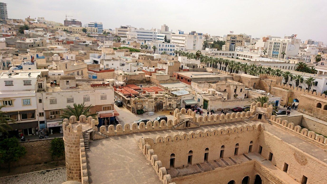 チュニジアのスースの街の旧市街で自由時間にラバトに入場8